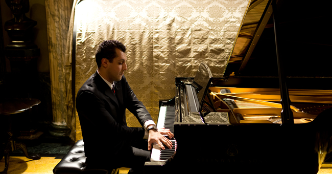 U alum and concert pianist Karén Hakobyan performs at Steinway Hall in New York. (Photo by Brian Sargent)