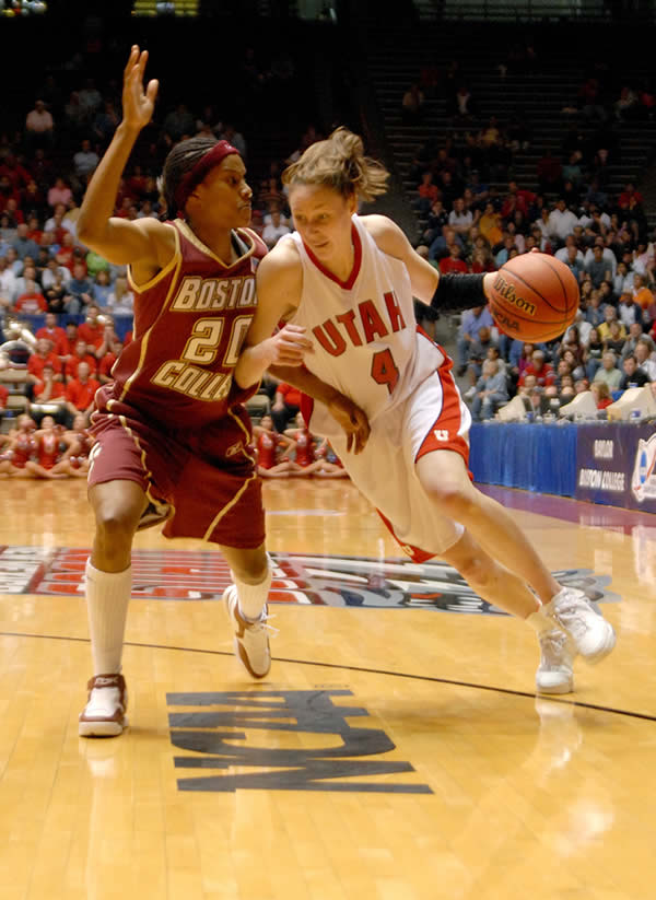 Kim Smith, right, shown here in 2006, is the U team's new community development director. (Photo courtesy University of Utah Athletics Department)
