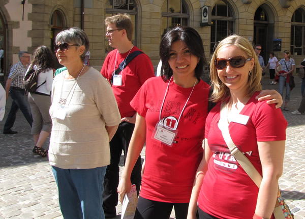U alum Gohar Stepanyan MBA'04, center, and Nelly Divricean, the University's international alumni manager, at the 2012 European Alumni Reunion in Germany.